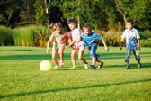 Dzieci z piłką — Zdjęcie stockowe