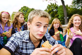 Teenagers with take-away food — Stock Photo