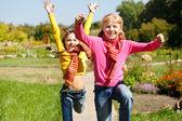 Meisjes lopen — Stockfoto