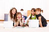 Дети с ноутбуками — Стоковое фото
