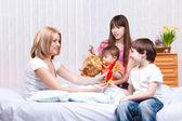 Kids and mum — Stock Photo