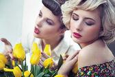 Two gorgeous flower nymphs — Stockfoto