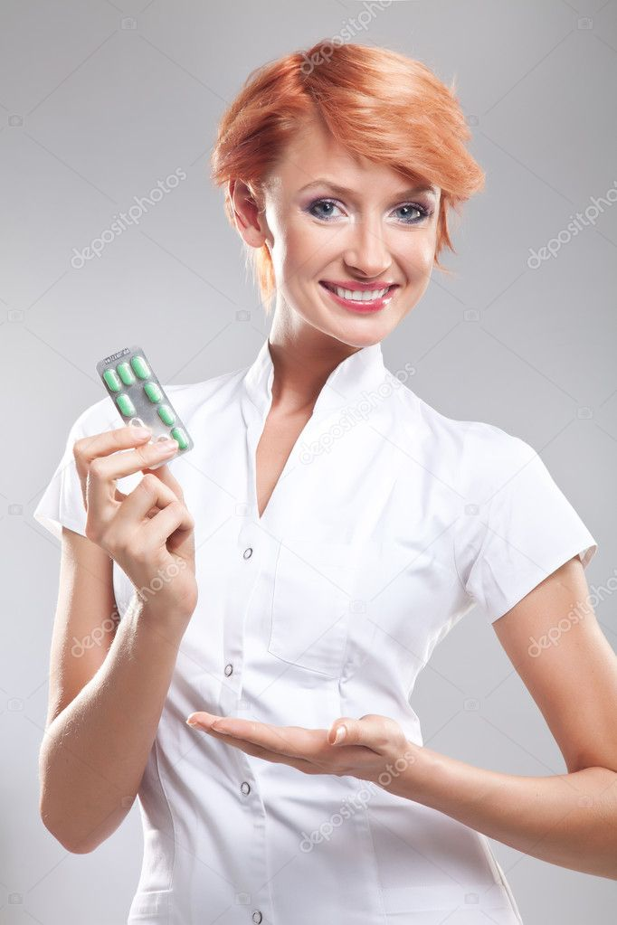 Smiling doctor with pills in her hand — Stock Photo #5620660