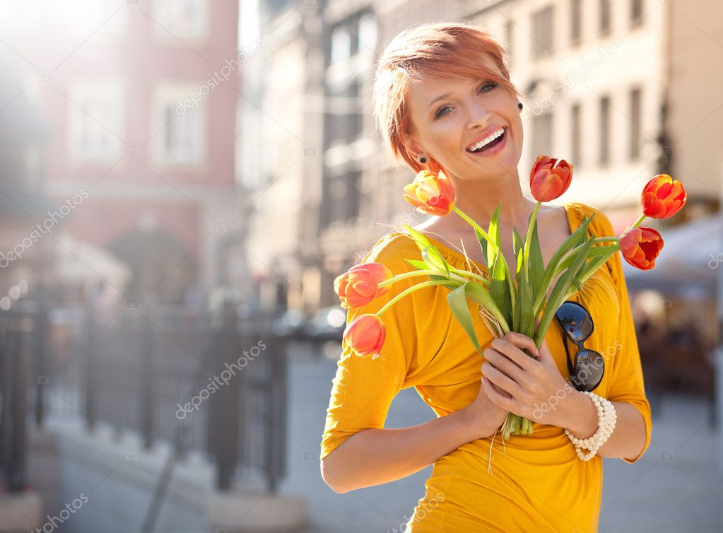 Smiling woman with bunch of flowers — Stok fotoğraf #5620700