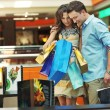 Foto Stock: Young couple in shopping center