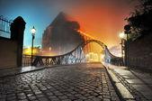 Hermosa vista del puente pueblo viejo en la noche — Foto de Stock