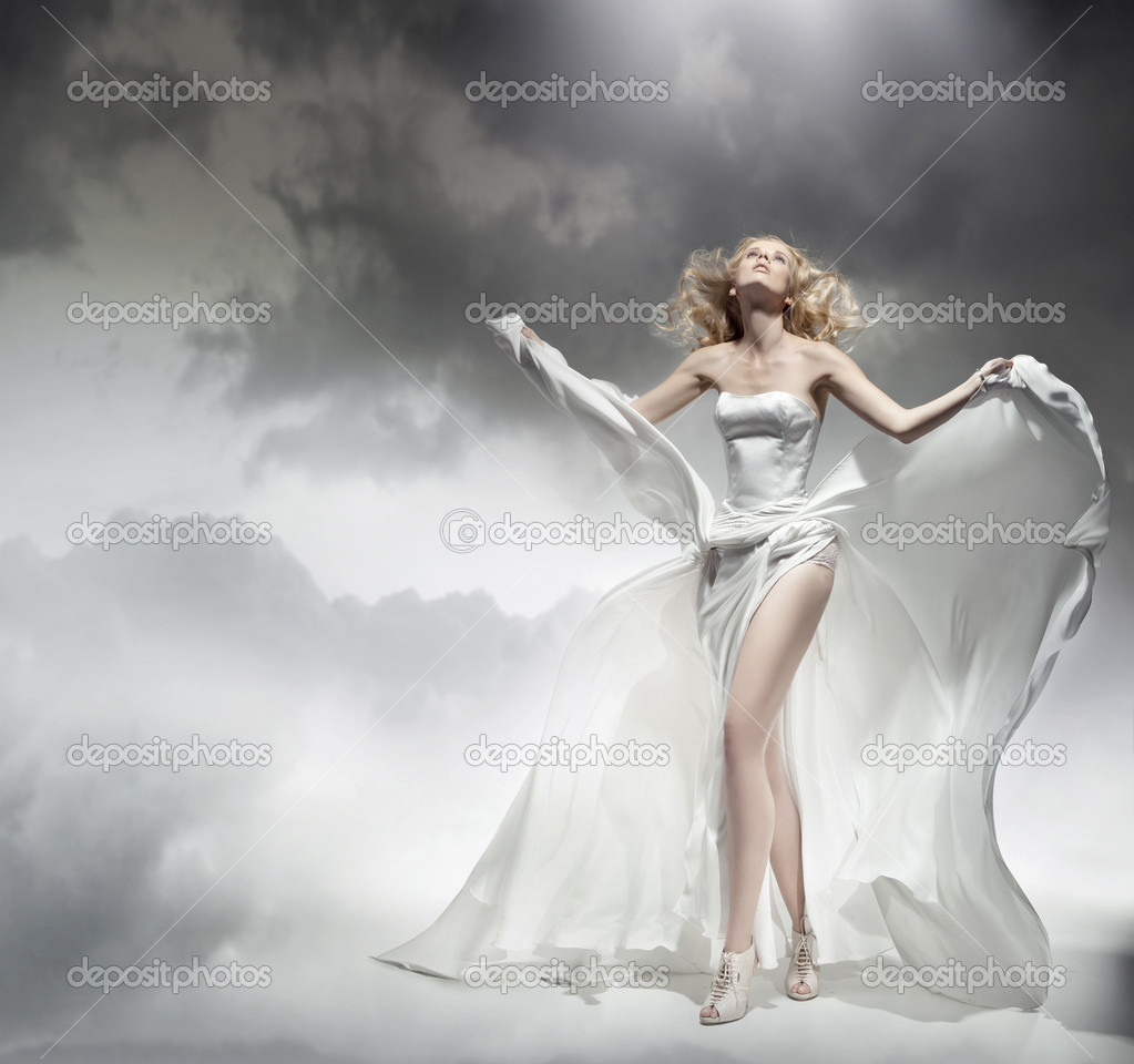 Romantic blond beauty posing in amazing dress — Stock Photo #5827502