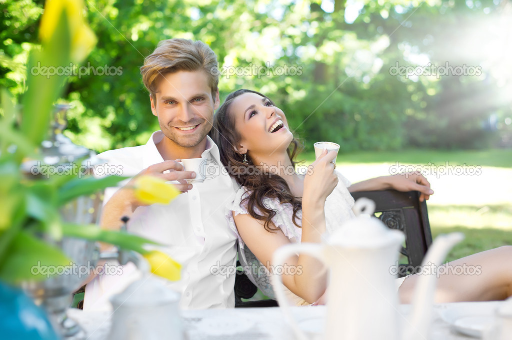 Young couple enjoying lunch in the garden — Stock Photo #5827678