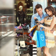 Cheerful couple in a shopping center — Stock Photo