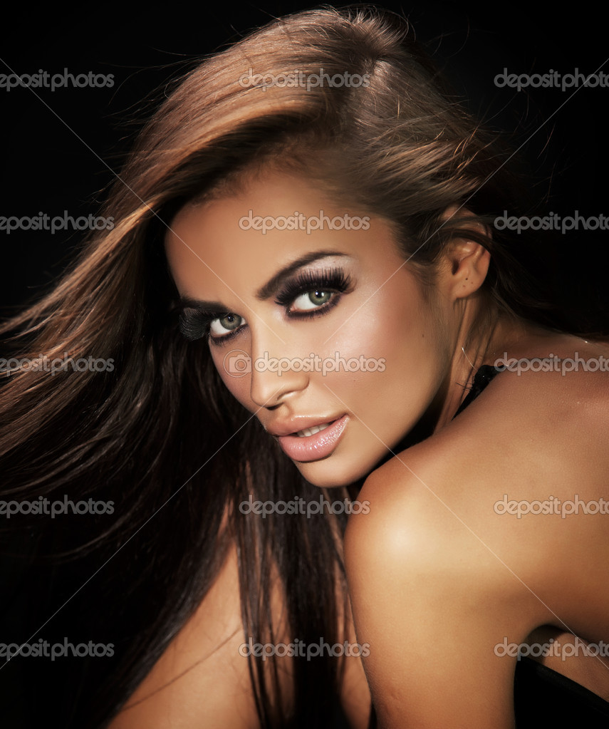 Portrait of beautiful woman — Photo #6277841