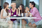 Veselá skupina přátel — Stock fotografie
