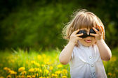 Little girl with sunglasses — Stok fotoğraf