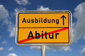 ドイツ語の道路標識卒業と見習い — ストック写真