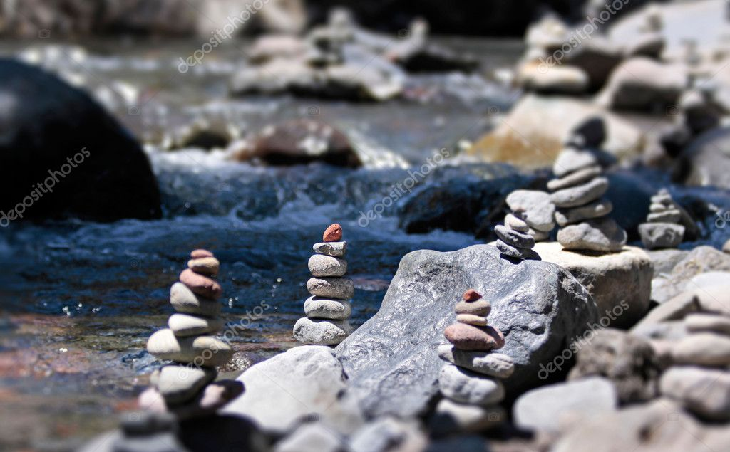 Cairn with red stone by the stream in the Tongariro National Park, Manawatu-Wanganui, New Zealand — Stock Photo #6542842