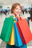 Shopping girl portant sacs — Photo