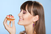 Happy woman with tart cake — Stock Photo