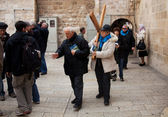 Woman carry near Holy Sepulcher church — Stock Photo