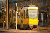 在柏林的黄色电电车 — 图库照片