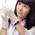 kvinna läkare med spruta — Stockfoto