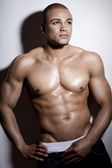 Strong wet sexy nude young bodybuilder posing — Stock Photo