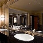 Luxury bathroom interior — Stock Photo