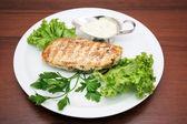 Steyk avec salade verte — Photo