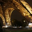 Illuminated Eiffel tower at night — Stockfoto