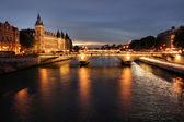 Parisian bridge at night — Stock Photo