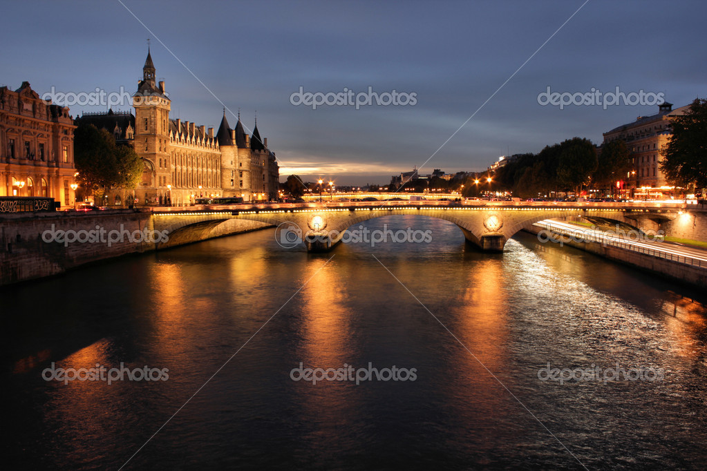 Parisian bridge at night — Stock Photo #6062649