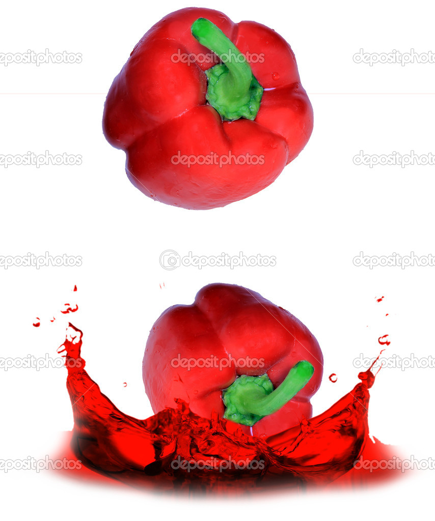 Red pepper dropped into the water — Stock Photo #6065556