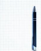 Stylo d'écriture sur la page blanche — Photo