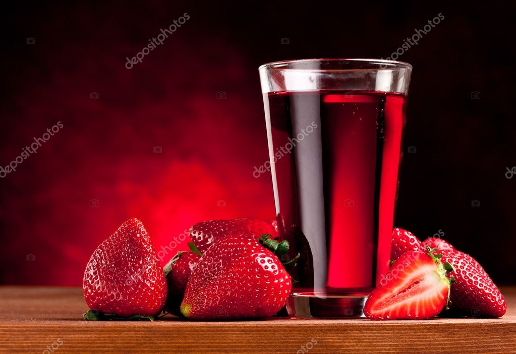 Glass with strawberry juice and berries. Isolated on a white background. — Stock Photo #5628163