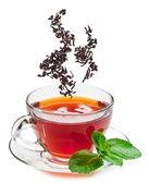 Taza de té y las hojas de té. — Foto de Stock