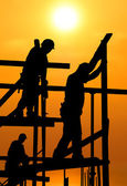 Construction workers under a hot blazing sun — Stockfoto