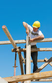 Construction worker on scaffold — Stock Photo