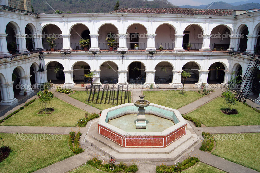 Inner yard with fountain in Escuela de Cristo in Antigua                    — Stock Photo #5943449