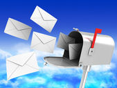 Caixa de correio com muitas cartas — Foto Stock