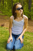 Preteen Girl Outside with Sunglasses — Stock Photo