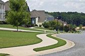 Sidewalk and Homes in Modern Neighborhood — Stock Photo
