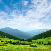 Green mountain valley and sky — Stock Photo
