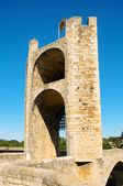 Medeltida bron i besalú, spanien — Stockfoto
