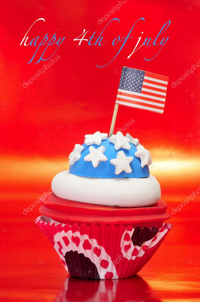 Happy 4th of july and a cupcake decorated with the colors and stars of United States flag — Stock Photo #5966101