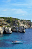 A boat in Macarella beach in Menorca, Balearic Islands, Spain — Stock Photo
