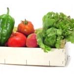 låda med ekologiska grönsaker — Stockfoto