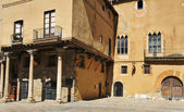 Edificio medieval en el casco antiguo de tarragona, españa — Foto de Stock