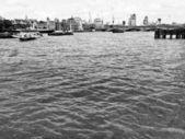 Londra'da thames nehri — Stok fotoğraf