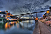 Dom Luis Bridge illuminated at night. Oporto, Portugal western Europe — Foto Stock