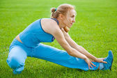 Attractive Woman stretching before Fitness and Exercise — Stockfoto