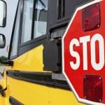 señal de stop en autobús escolar amarillo — Foto de Stock   #5783380