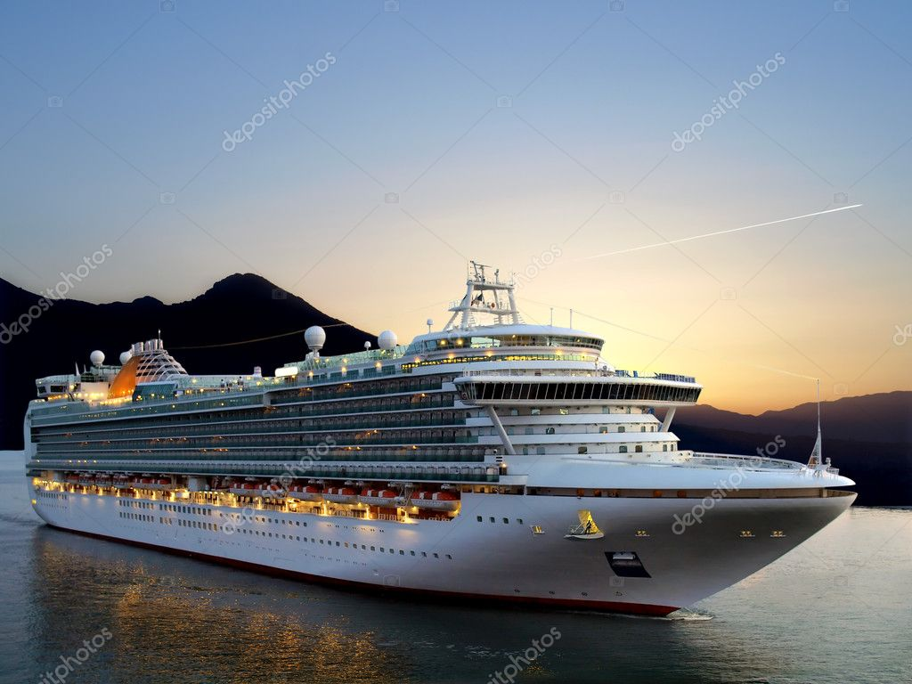 Luxury cruise ship sailing from port on sunrise.   — Stock Photo #5940378